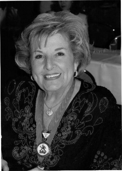 Lachroeschen 2011 - Frau Malou Elter