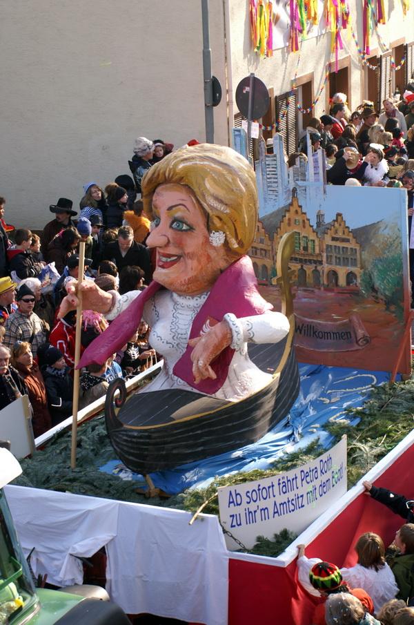 Die Maa-Schifferin | Ab sofort fährt Petra Roth zu ihrem Amtssitz mit dem Boot!
