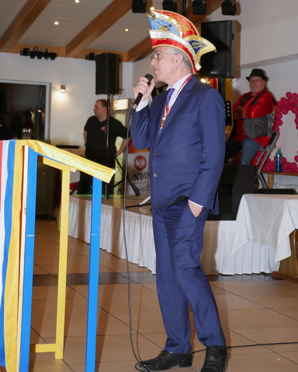 Der Frankfurter Oberbürgermeister Peter Feldmann hatte eigens für diesen Abend, an dem er sich mit vielen Mühen freihalten konnte, eine kurze Ansprache in der zur Fastnacht üblichen Reimform vorbereitet. Auch hier konnte er das Publikum wieder begeistern.